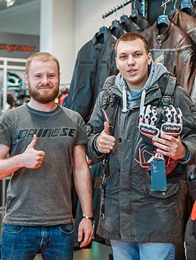 ТД Русактив наградил мотоперчатками победителя #декстерэкипирует!
